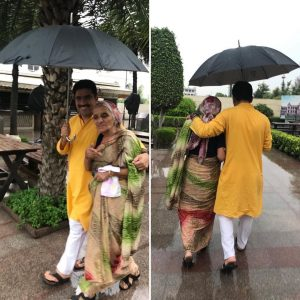 rohit-sardana-with-her-mother